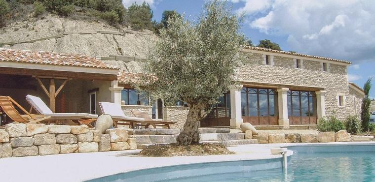 French holiday home in Luberon promoted with a beautiful picture